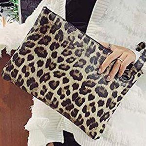 Handbags - 🖤Leopard Print oversized Clutch Bag (cream)